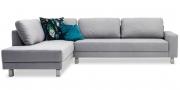 AMICA - 2,5 Platz Sofa mit Longchair in Stoff light grey mit Zierkissen
