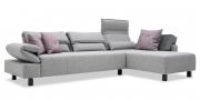BONO - 2,5 Platz Sofa mit Longchair in Stoff Paris hellgrau mit Zierkissen