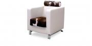 CARO - Sessel mit Kopfstütze in weißem Leder in Kombination mit Kuhfell