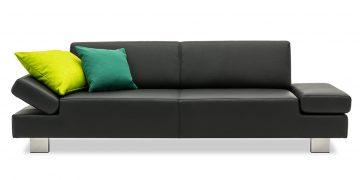 CENTO - 2,5 Platz in Leder Prescott black mit grünen Dekokissen
