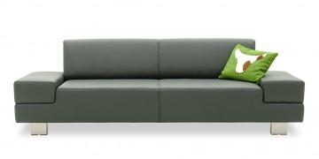 CORA - 2,5 Platz Sofa in grauem Leder und Zierkissen