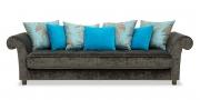 DIVAN - Sofa im Samtstoff Mercis braun mit blauen Zierkissen