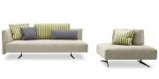 EASY - 3 Platz Sofa sowie Hocker mit mobiler Rückenlehne im Mikrofaserstoff Alcantara hell und Zierkissen