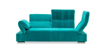 FUGO - 2,5 Platz Sofa im samtigen türkisen Stoff mit hochgeklappten Elementen