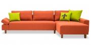 INDIGO - 2,5 Platz Sofa mit Longchair im Stoff von S & V Provence orange mit grünen Kissen