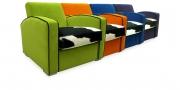 KING CARL I - Loungesessel in Stoff grün, orange, stahlblau in Kombination mit schwarz-weißem Kuhfell im Sitz