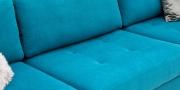 LIVING - Detailbild Sitzfläche mit Knopfheftung in Stoff Sonnhaus Villena türkis