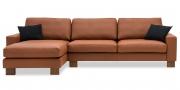 MENTA - 2,5 Platz Sofa mit Longchair in Leder Club nuss braun mit schwarzen Kissen