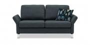 MILO - 2 Platz Sofa in grauem Stoff mit ausgeklappten Armlehnen und Dekokissen
