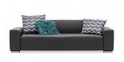MIRO - 2,5 Platz Sofa in Leder Napoli schwarz mit Zierkissen