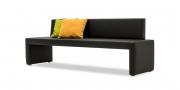 MODUS Sitzsystem - Sitzbank 60 mit Rücken in schwarzem Kunstleder mit passenden Dekokissen