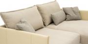 OCEAN - Detailbild legere Sitzfläche in Stoff Convoy beige Armlehen in Leder Ibiza creme