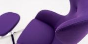 QUEEN - Hochlehner Sessel im violettem Wollstoff mit schwarzer Effektnaht Detailfoto
