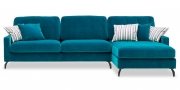 SALMA - 2,5 Platz Sofa mit Longchair in blauem Velours mit Zierkissen
