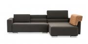 SIRIUS - 2,5 Platz Sofa mir Longchair in braunem Stoff mit losem Kissen auf Armlehne
