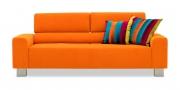 STRATOS - 2,5 Platz Sofa im Stoff Sonnhaus Villena orange und Zierkissen im Stoff Simta Queen