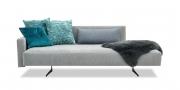 WAVE - 3 Platz Sofa in Mikrofaserstoff Alcantara Armonia grau mit Schaffell und Zierkissen