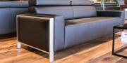 Sofa Hampton mit Chrombrücke