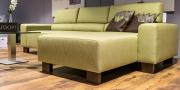 grünes Sofa Stratos im Baquettefuß aus Holz
