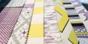 Detail der Stoffkollektion von Clarke & Clarke Violette und Acacia