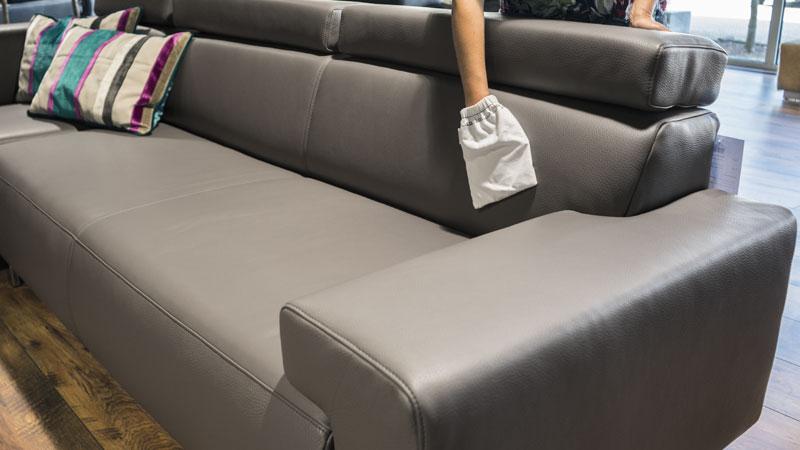 ledersofa pflegen wertvolle tipps c flasche die. Black Bedroom Furniture Sets. Home Design Ideas