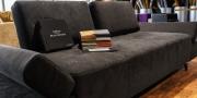 Alcantara Kollektion auf Sofa Astoria in schwarz