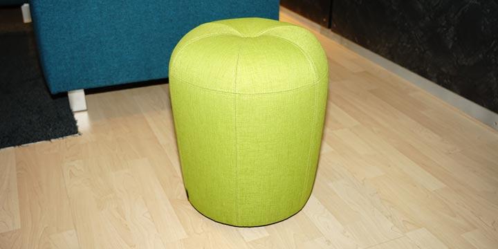 reduziertes Ausstellungsstück Hocker Zapallo in grünem Stoff