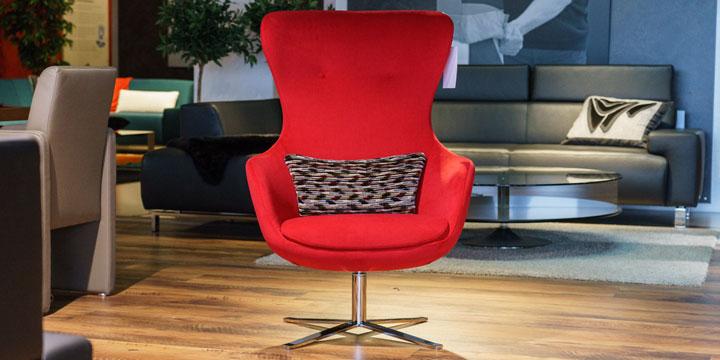 reduziertes Ausstellungsstück Sessel Queen in Stoff himbeere rot