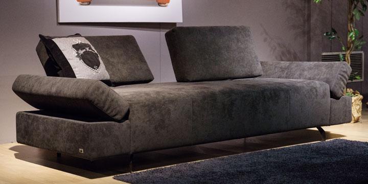 reduziertes Ausstellungsstück Sofa Attico in Alcantara anthrazit