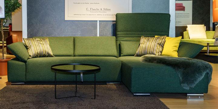 reduziertes Ausstellungststück Sofa Fontana II in Stoff grün