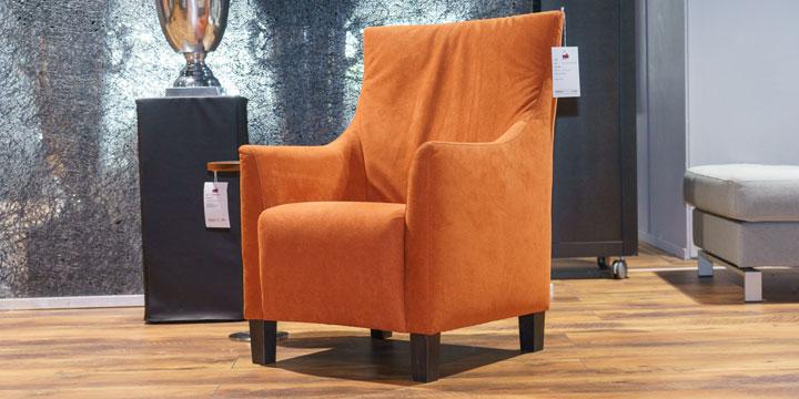 Alf - Hochlehner Sessel bezogen in Alcantara orange