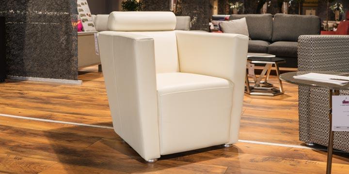 reduziertes Ausstellungsstück Sessel Arthe in Leder weiß