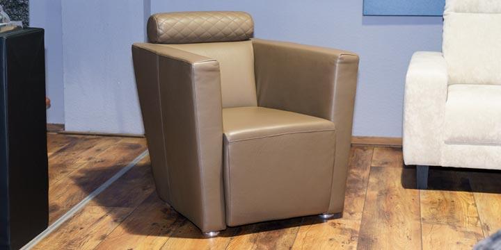 reduziertes Ausstellungsstück Sessel Arthe in Leder braun