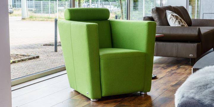 reduziertes Ausstellungsstück Sessel Arthe in Wollstoff grün
