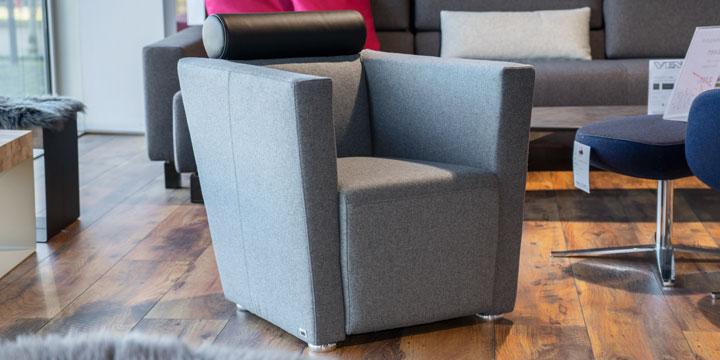 Arthe - Sessel Wolle hellgrau Kopfstütze Leder schwarz