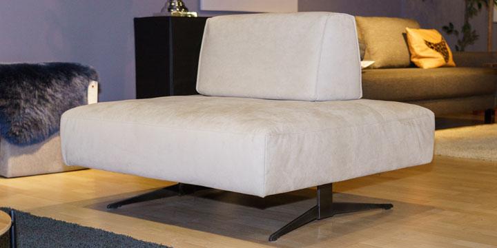 Easy - Hocker mit mobilen Rücken bezogen Alcantara beige