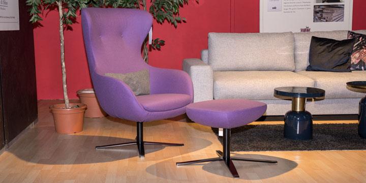 Queen - Sessel + Hocker, 360° drehbar in Wollstoff lila
