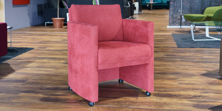 Vista - Sessel mit Rollen in Alcantara Zinnea rot