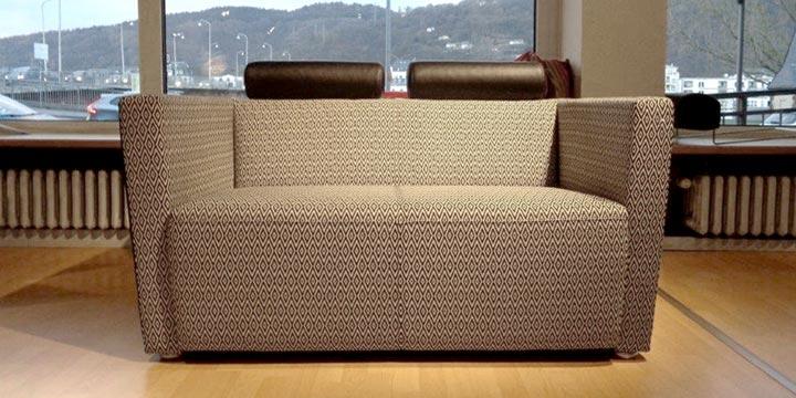reduziertes Ausstellungsstück Sofa Arthe in Stoff schwarz weiß