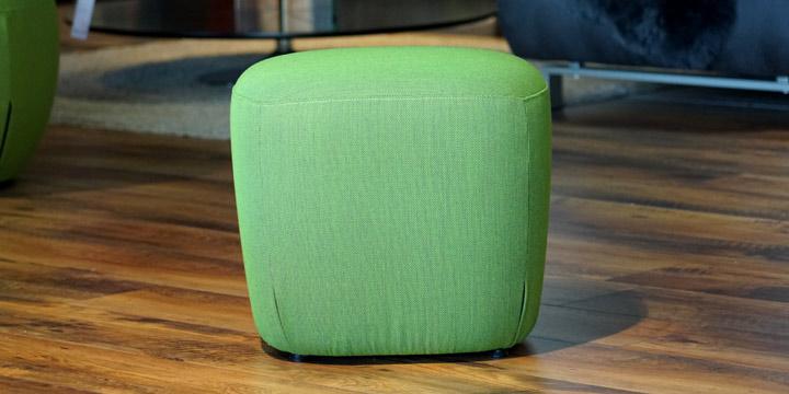 Bob - Hocker, ca. B 50 x H 50 x T 45 cm in Stoff grün