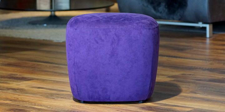 Bob - Hocker, ca. B 50 x H 50 x T 45 cm in Alcantara violett