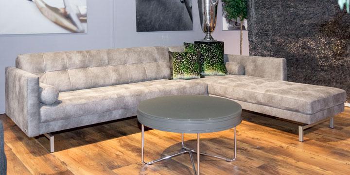 Chester - 2,5 Platz Sofa + Longchair Stoff Sonnhaus RHO kiesel