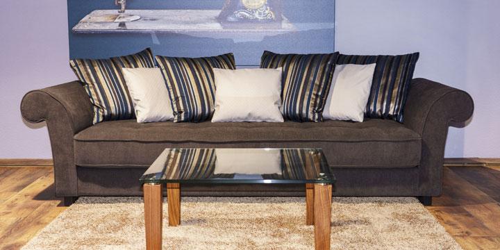 reduziertes Ausstellungsstück Sofa Divan mit Zierkissen in Stoff Vilena braun