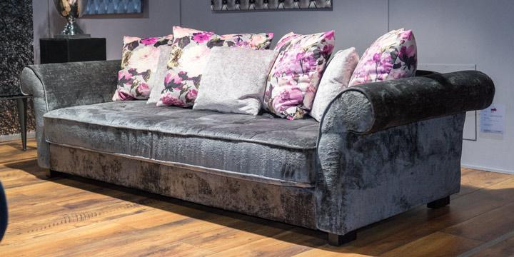 Divan - 3 Platz Sofa mit Zierkissen in Stoff Aurim Levante, Zierkissen in Stoff Art Novel