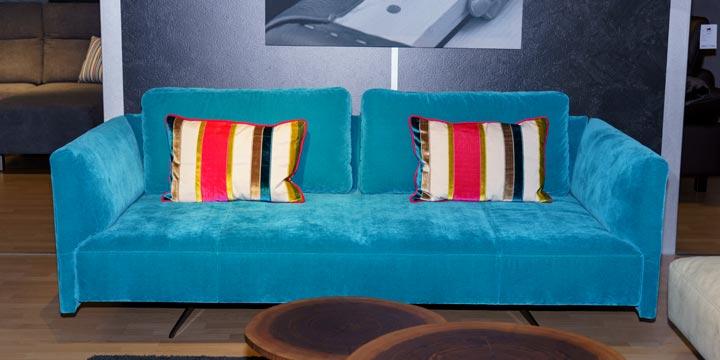 reduziertes Ausstellungsstück Sofa Easy in Samtstoff blau