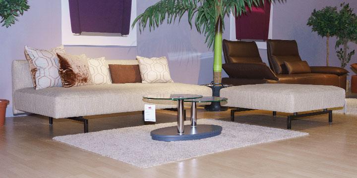 Easy - Sofa + Hocker bezogen in Stoff S+V Magic Enjoy beige meliert