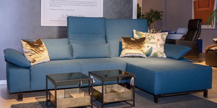 Fontana - 2 Platz Sofa + Longchair in Stoff Prima blau