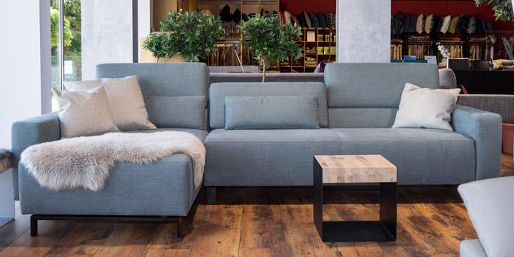 Sirius - Longchair + 2,5 Platz Sofa + Lendenkissen in Stoff Aurelio Haus Margo