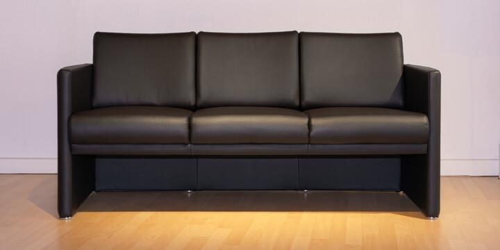 reduziertes Ausstellungsstück Sofa Vista in schwarzem Kunstleder S