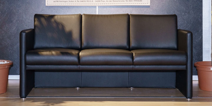 Vista - 3 Platz Sofa bezogen in Kunstleder schwarz